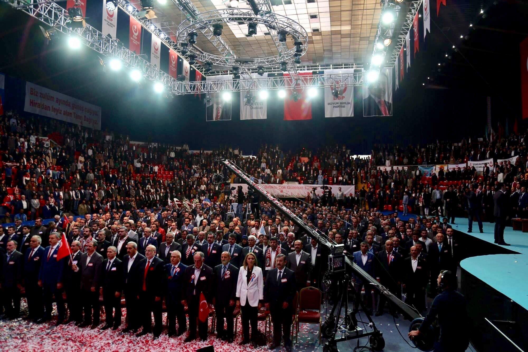 Alperenler Desticiye Güvendi Tekrar Başkan Seçti