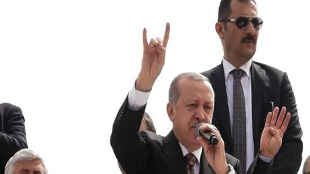 Cumhurbaşkanı Erdoğan 'Bozkurt' İşareti Yaptı