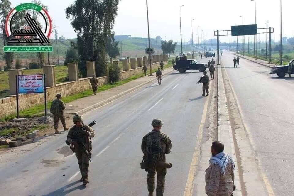 Haşdi Şabi Musul'da ABD Askerlerinin Yolunu Kesti